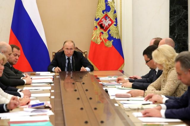 Путин поблагодарил организаторов иМутко заЧМ-2018 пофутболу