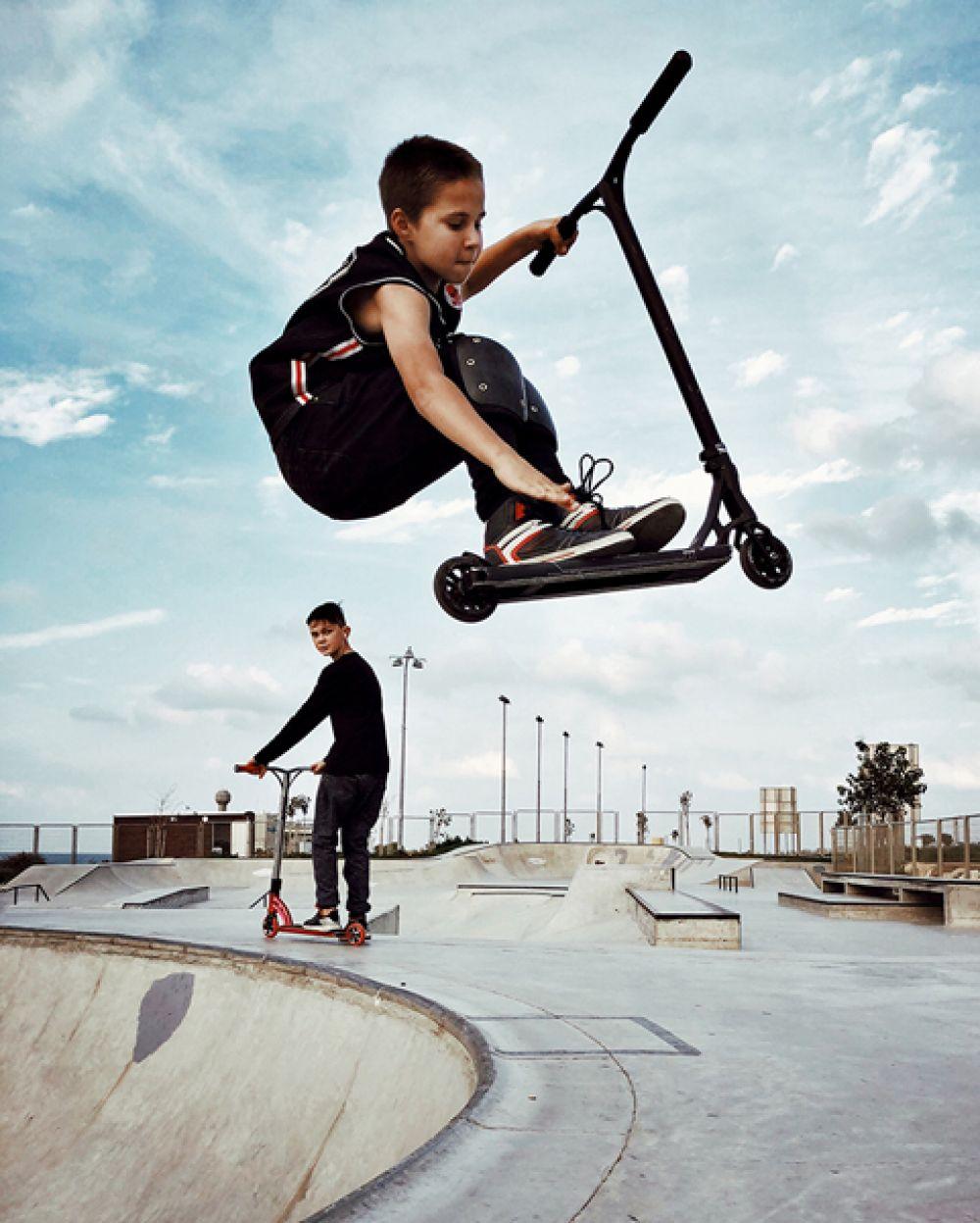 Дина Альфаси, Израиль. 2-е место в категории «Дети». Дети в скейт-парке Хайфы. Снято на iPhone X.