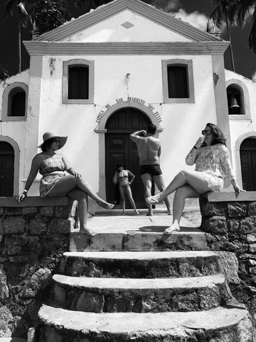 Йонас Виссен, Швейцария. 1-е место в категории «Люди». Туристы фотографируются перед католической часовней в Бразилии. Снято на iPhone 7 Plus.