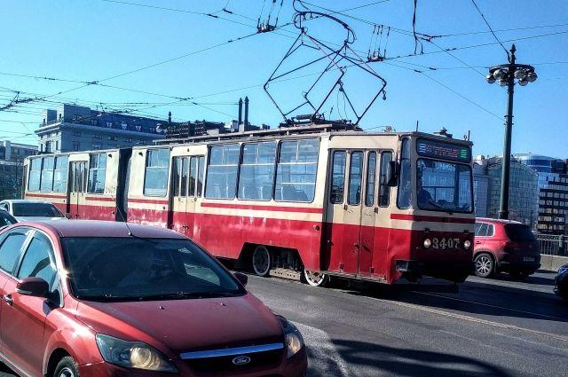 Трамваи, путь которых пролегает по этому участку, изменят движение.