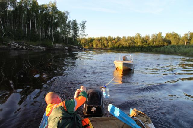 Сотрудники «Ямалспаса» искали северян на сломанных лодках