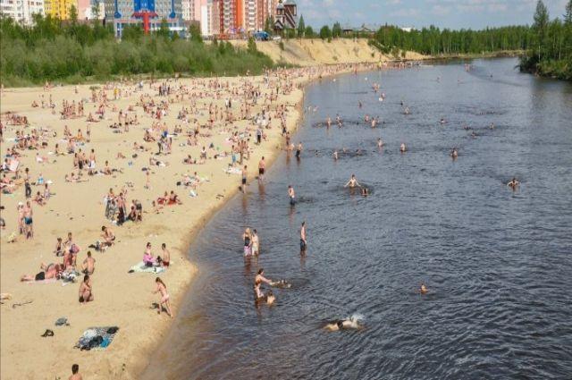 В Новом Уренгое открыты четыре пляжа, но купаться там запрещено