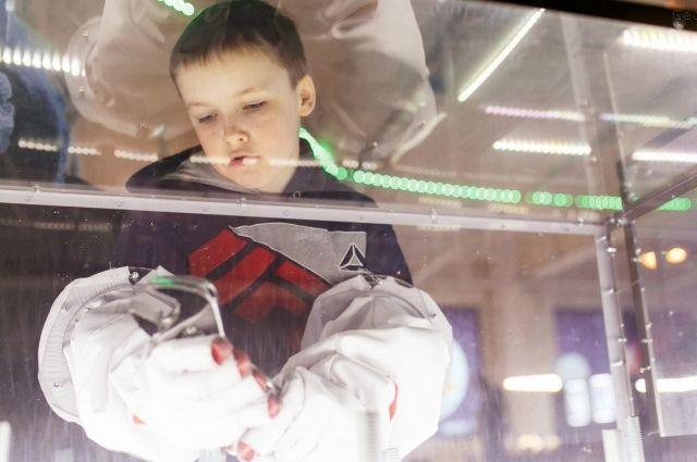 В интерактивном пространстве выставки легко почувствовать себя космическим странником из фантастического романа.