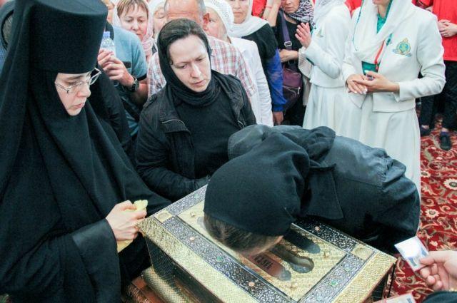 Екатеринбург попрощается смощами святой Елисаветы