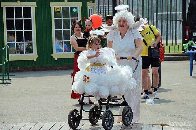 Парад колясок начнётся в субботу, в 11.00. Как всегда в нём будут участвовать взрослые с настоящими колясками для малышей.