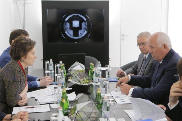 Подписание соглашения стало продолжением двусторонних консультаций, проведенных Натальей Комаровой с Сергеем Чемезовым и Василием Бровко.
