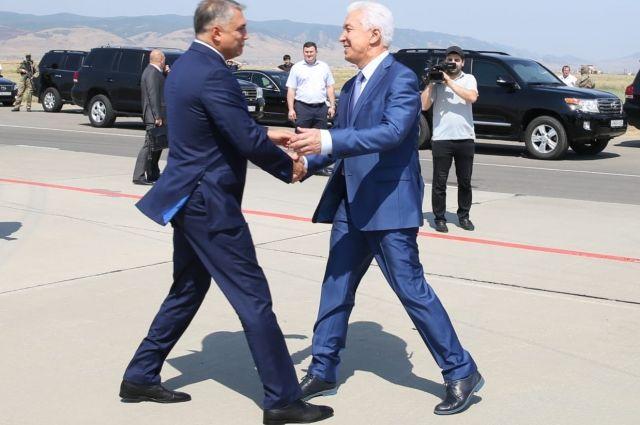 Врио руководителя  Дагестана встретился сполпредом президента вСКФО