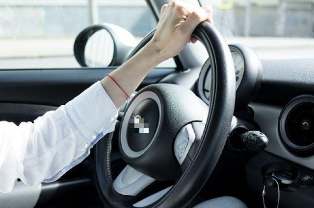 Тюменец отдал жене автомобиль в счет долга за алименты прямо на дороге