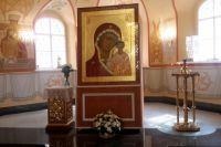 Два месяца работали над иконой иркутский художницы.