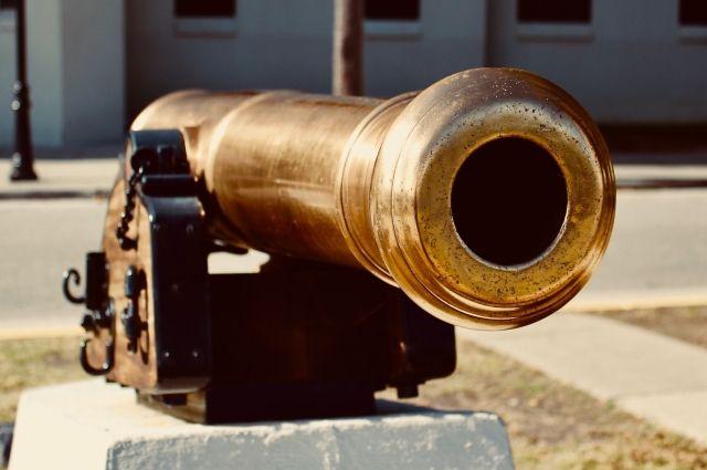 Ежедневно в Омской крепости будет стрелять из пушки представитель лаборатории исторической реконструкции.