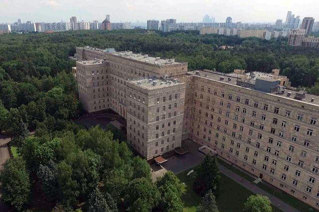 Главный корпус «ЦКБ с поликлиникой» УДП РФ.