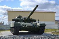 В Новом Уренгое установили макет танка Т-72