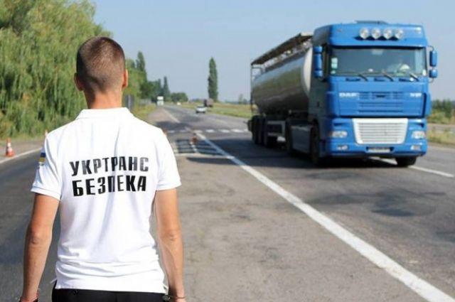 В Черновцах водитель «прокатил» инспектора пять километров на капоте