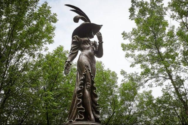 В центре Харькова установили памятник Людмиле Гурченко