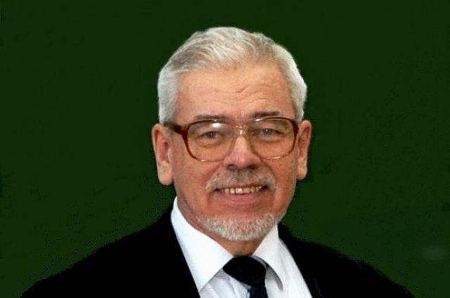 Большинство преподавателей кафедры аналитической химии – ученики профессора  Вершинина.
