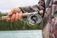 Улов озадачил рыбака.