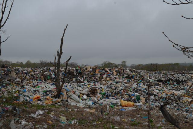 Приставы остановили работу мусорного полигона вКемерове