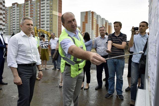 Александр Моор осмотрел площадку будущего сквера на улице Николая Федорова