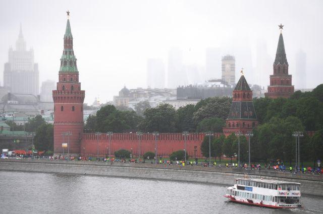 МЧС предупреждает жителей Москвы о надвигающейся грозе с градом