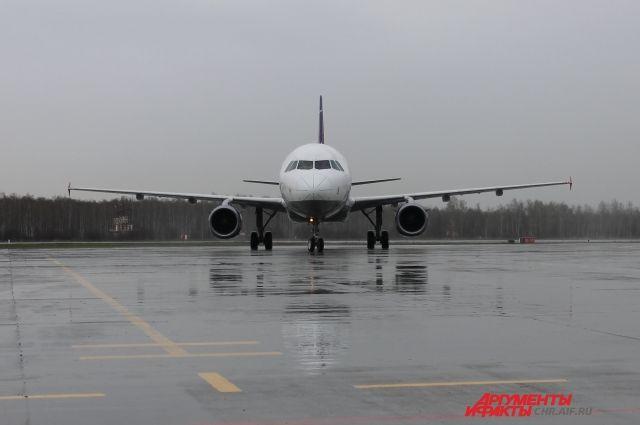 Жительница Нового Уренгоя стала миллионным пассажиром аэропорта Рощино