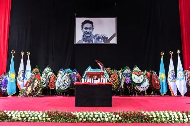 Фигуриста Дениса Тена похоронили в Казахстане