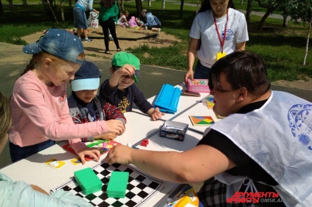 На фестивале работала площадка настольных игр для детей и молодёжи.
