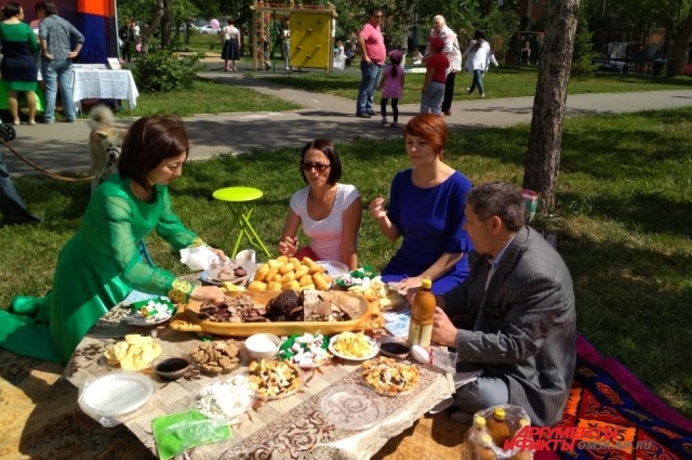Казахи - очень гостеприимный народ.