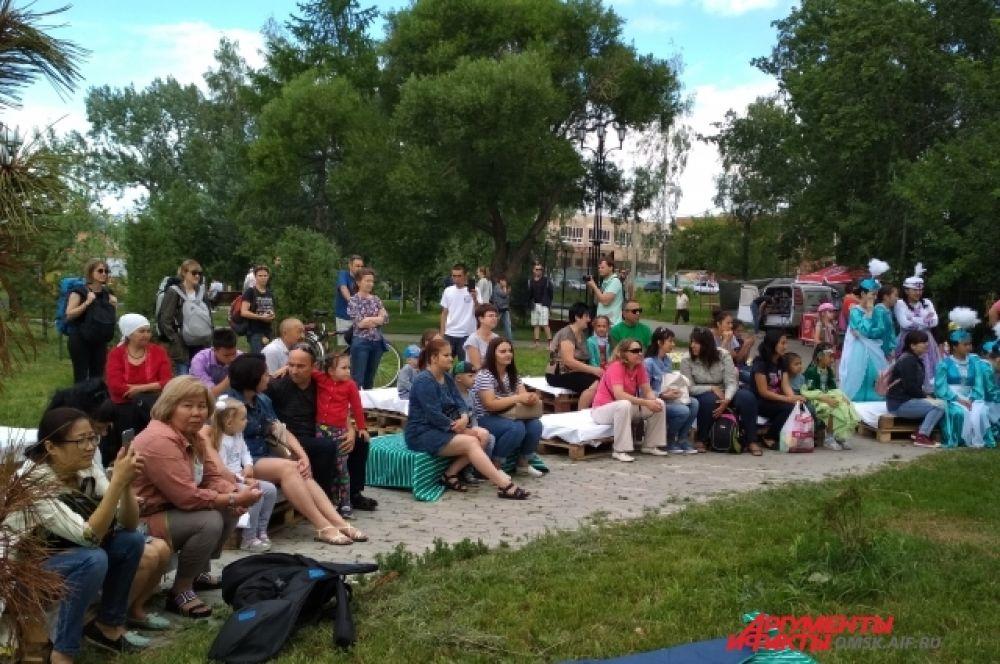 Фестиваль собрал много гостей.