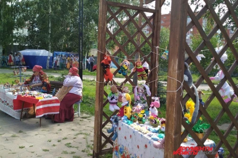Ярмарка ремёсел на фестивале национальных культур.