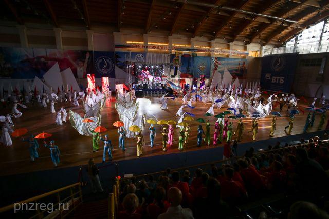 Организаторы подарили участникам Спартакиады красочное шоу.