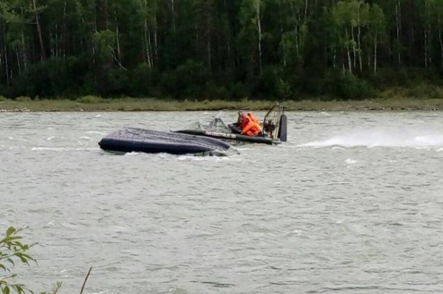 Спасатели нашли тела утонувших.