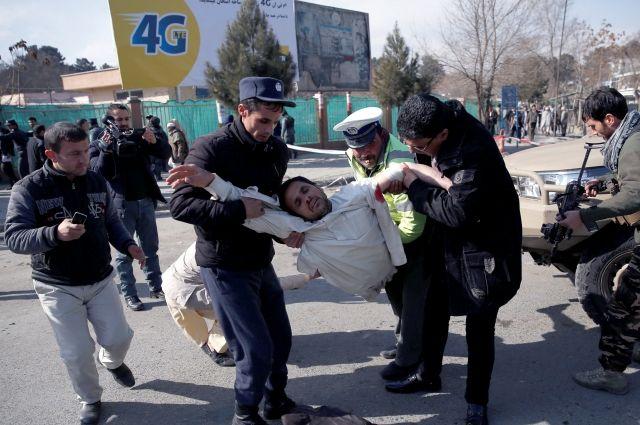 При взрыве у аэропорта Кабула погибли 16 человек