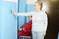 В Омске с 2008 года компенсирует расходы граждан в части содержания и ремонта лифтов.