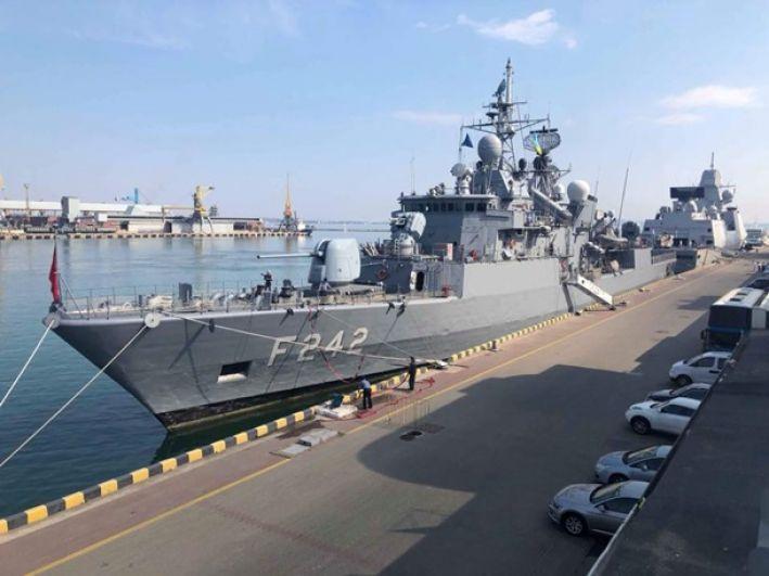 Корабли постоянной военно-морской группы НАТО №2 и постоянной противоминной военно-морской группы НАТО №2 зашли в Одесский порт.