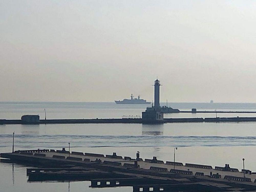 Также в Одесский порт зашли вспомогательное судно «Rhein» ВМС ФРГ, минный тральщик «Lupu Dinescu» МС Румынии.