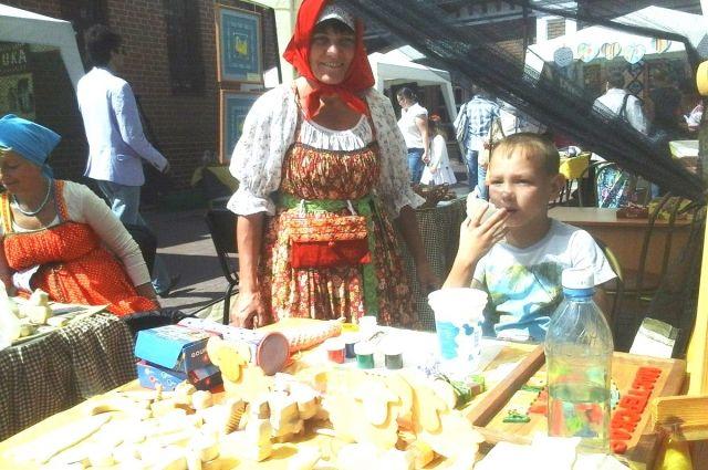 Тюменцы смогут сделать деревянные игрушки и миниатюрные книги для кукол