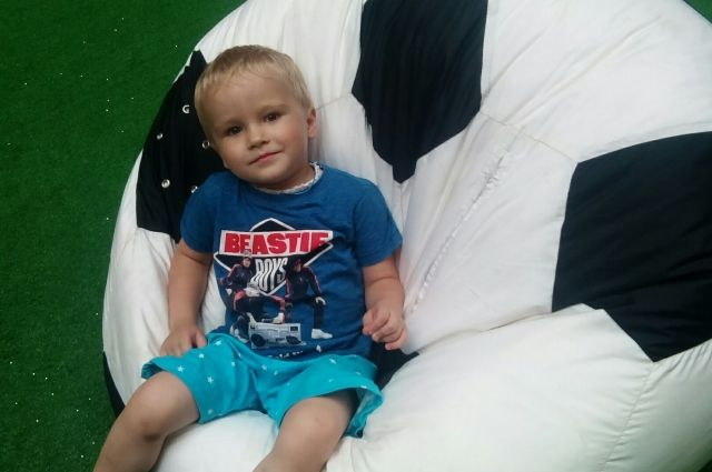 Врачи считают, что пересадка клеток костного мозга может спасти мальчика.
