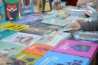 Она предлагает жителям города оставлять в разных местах краевой столицы прочитанные книги.