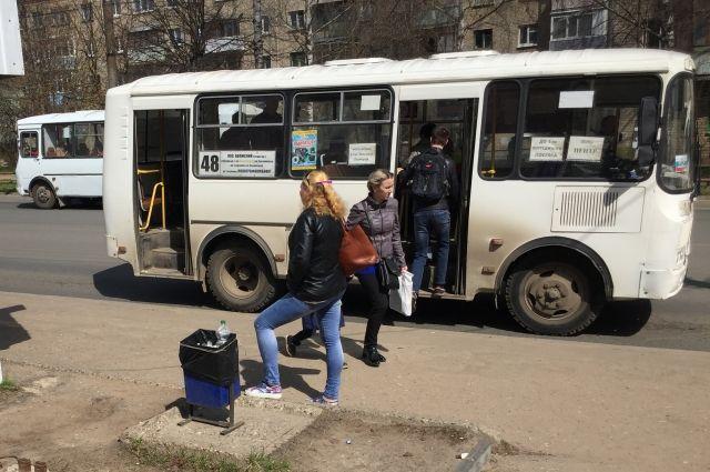 Проезд в маршрутке стоит 20 рублей, но транспортники уверяют, что реальная стоимость - 42 рубля.