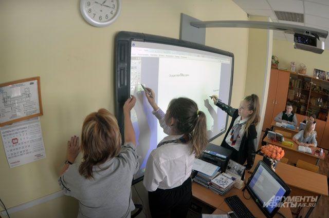 Всегодняшних школах— интерактивные панели свыходом вИнтернет вместо обычной доски смелом.
