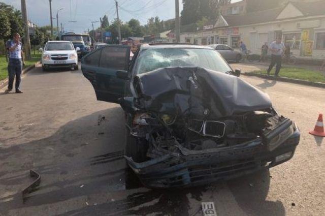 В Черкассах автомобиль на «зебре» сбил насмерть женщину с ребенком