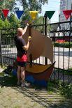 Для художников - стенд на заборе.