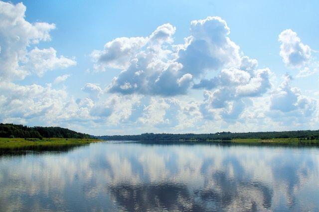 Два 10-летних школьника купались в стихийном месте отдыха на реке Иня.