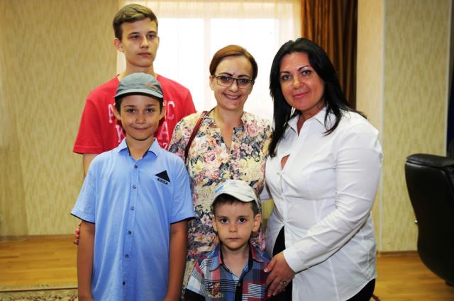 Пять многодетных семей Лабытнанги получили сертификаты на тюменскую землю