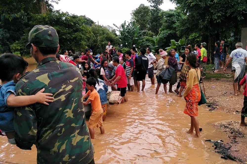 Эвакуация местных жителей.