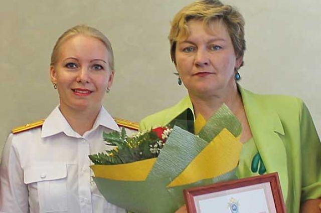 Светлана Лырчикова справа.