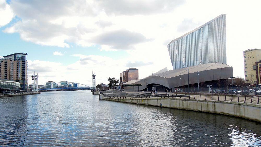 Манчестерский канал. Был построен в 1887-1894 годах в Великобритании южнее старого и мелководного Бриджуотерского канала. Введение его в строй способствовало превращению Манчестера в морской порт и промышленному росту города.