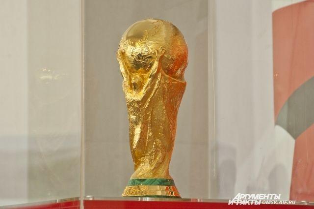 ВКазань изГонконга прислали контрафактный Кубок ФИФА