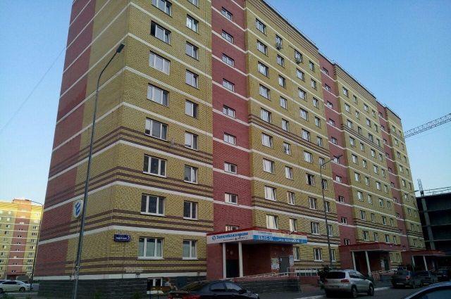 Разобранный балкон в Ямальском-2 отремонтировали за день