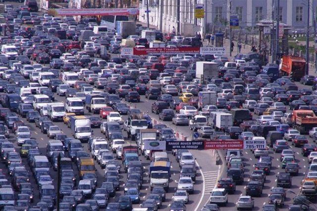 В центре Киева из-за непогоды пробки достигли рекордных 10 баллов